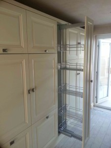 space-saving-pull-out.kitchen-web